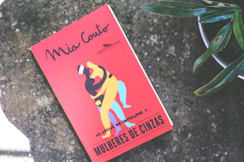 """A Sombra das Mulheres na Guerra, em """"Mulheres de Cinzas"""" de Mia Couto"""