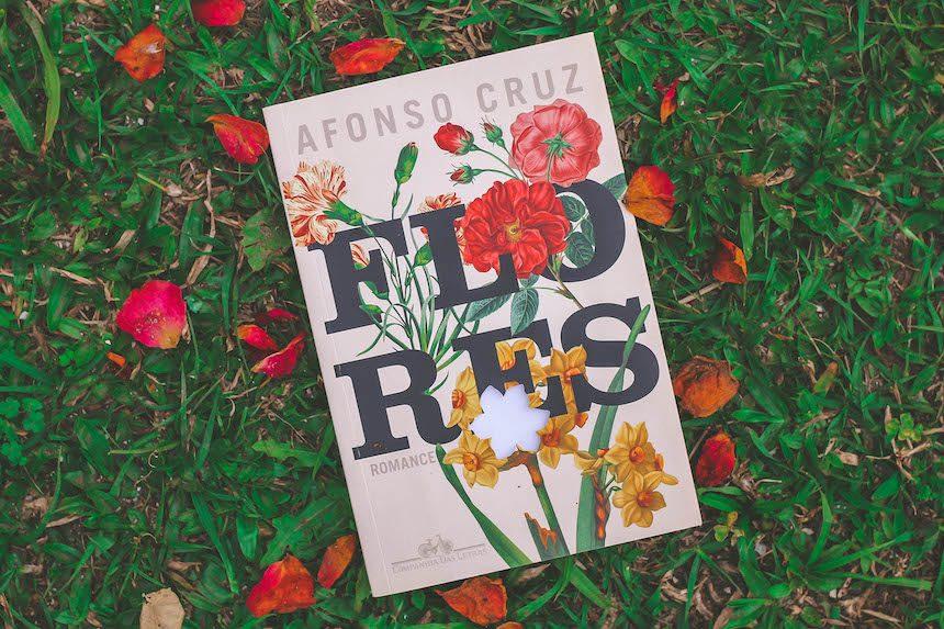 """A reflexão em """"Flores"""" de Afonso Cruz"""