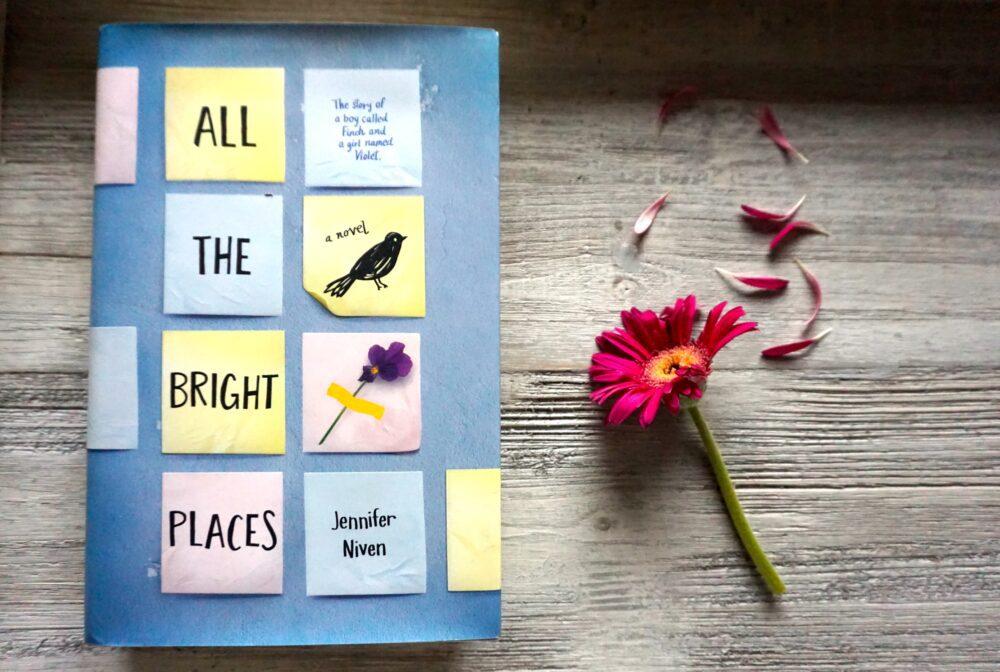 """Vamos falar sobre suicídio com o livro """"Por Lugares Incríveis"""" da Jennifer Niven"""