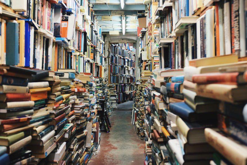 5 passos para desapegar de livros parados na estante